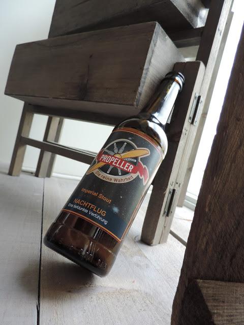 Soms krijg je wel eens een leuk flesje bier in handen dat je nog niet kent. Dat gebeurde ook met Nachtflug van Propellor uit Duitsland. Snel proeven dus! TheDutchBeerDad voor FSOM.