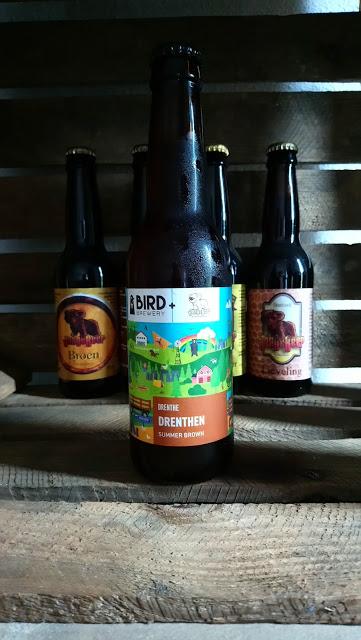 Op de achtergrond twee andere bieren van brouwerij jonge beer uit hogeveen door thedutchbeerdad op fsom