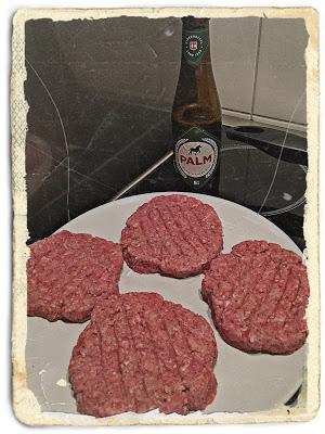 Foodporn bij FSOM Magazine! In het receptenboek vind je de lekkerste recepten, ga jij ook aan de slag met de bierburger!   Geniet ook direct van een lekker Palm biertje!   https://fsom.nl
