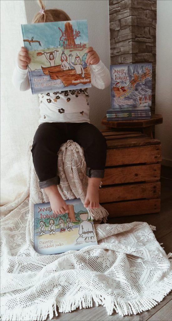 Het is kinderboekenweek! Omdat we bij FSOM natuurlijk onze leeshoek hebben, kunnen we dit niet ongemerkt voorbij laten gaan. Wij gaan namelijk een Giveaway doen of beter gezegd, we gaan superleuek prijzen weggeven! Dit doen we in samenwerking met Dennis Hofman, die jullie misschien wel beter kennen als 'De Proefessor' op Instagram, en Kimmichaelis.nl.