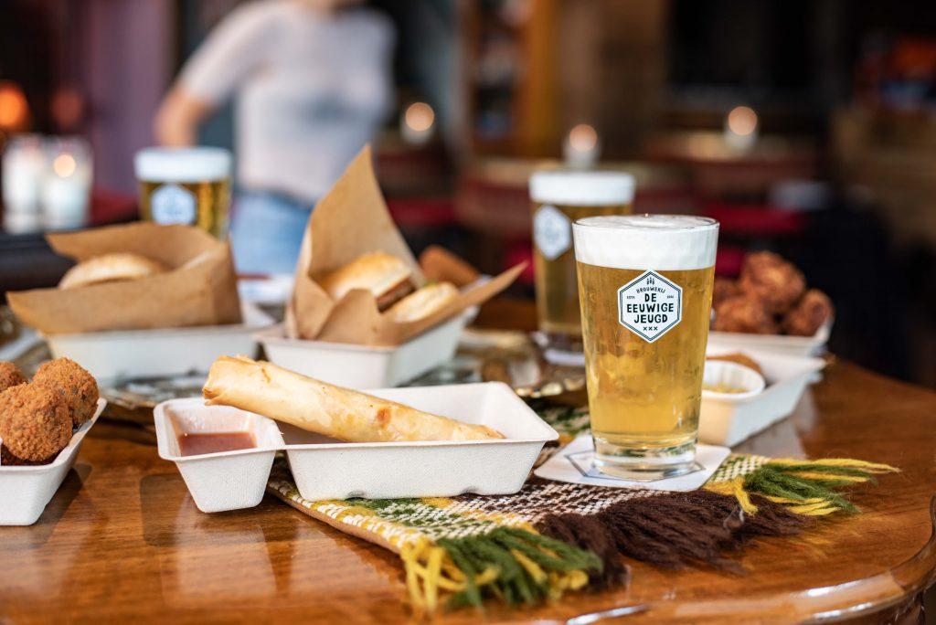 Een kijkje bij de hapjes en biertjes, bij de Tapperij van de Eeuwige jeugd door Thedutchbeerdad op FSOM.