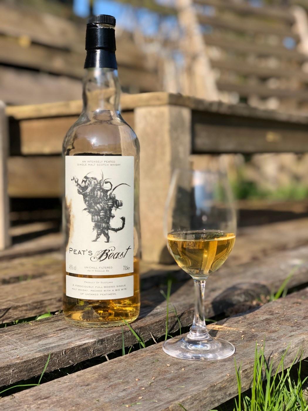 Peat's beast op fsom. 5 Whisky's om de winter mee door te komen. Deze tips van onze eigen Whisky kenner, Confessions of a Whisky freak wil jij gewoon in huis halen. Fijne winter!
