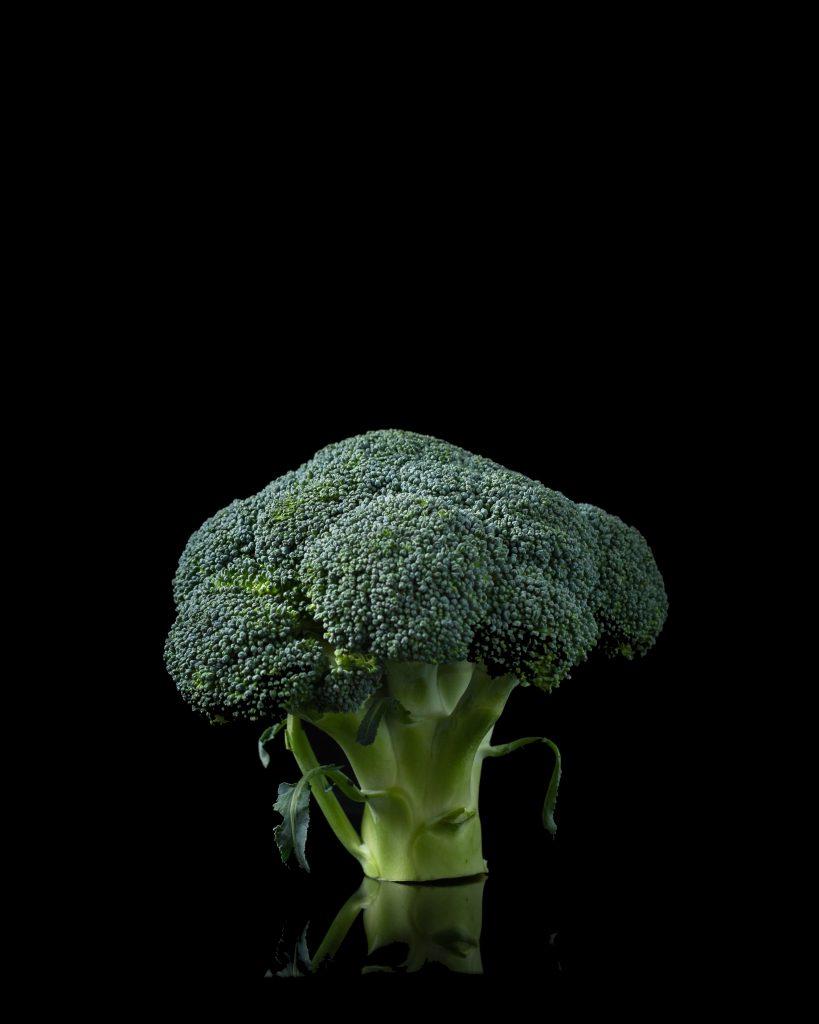 Mae Mu from Unsplash! Thank You, FSOM.  Brocolli is geen vegan junkfood? Maar moet hij dat niet wel gewoon zijn?