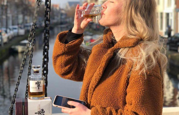Edit Sofia propeft Hibiki, de Japanse Whisky uit de aflevering Wat proeven we vandaag bij FSOM