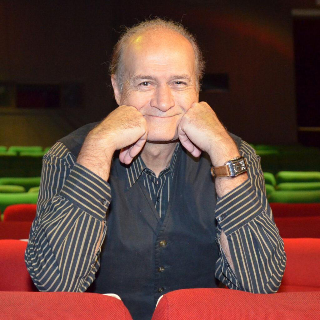 De komiek Jacques Vermeire gaat 'Het Huis' in en praat openhartig over zijn carrière, zijn leven en uiteraard zijn privéleven.  Artikerl door Wiietse op FSOM