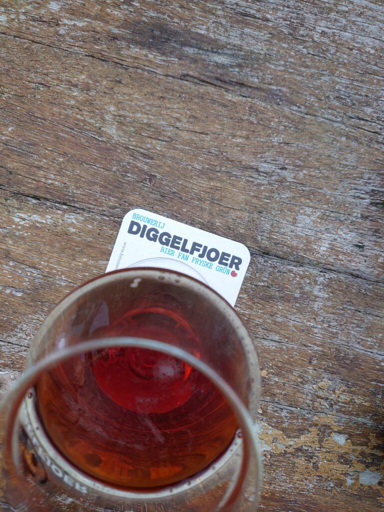 Wat Proeven we vandaag? Nou, we gaan de Whisky Barrel Aged Quadrupel 'Grutsk' van Brouwerij Diggeljoer uit Friesland proeven!   Uiteraard nam TheDutchBeerDad deze eer op zich!   FSOM