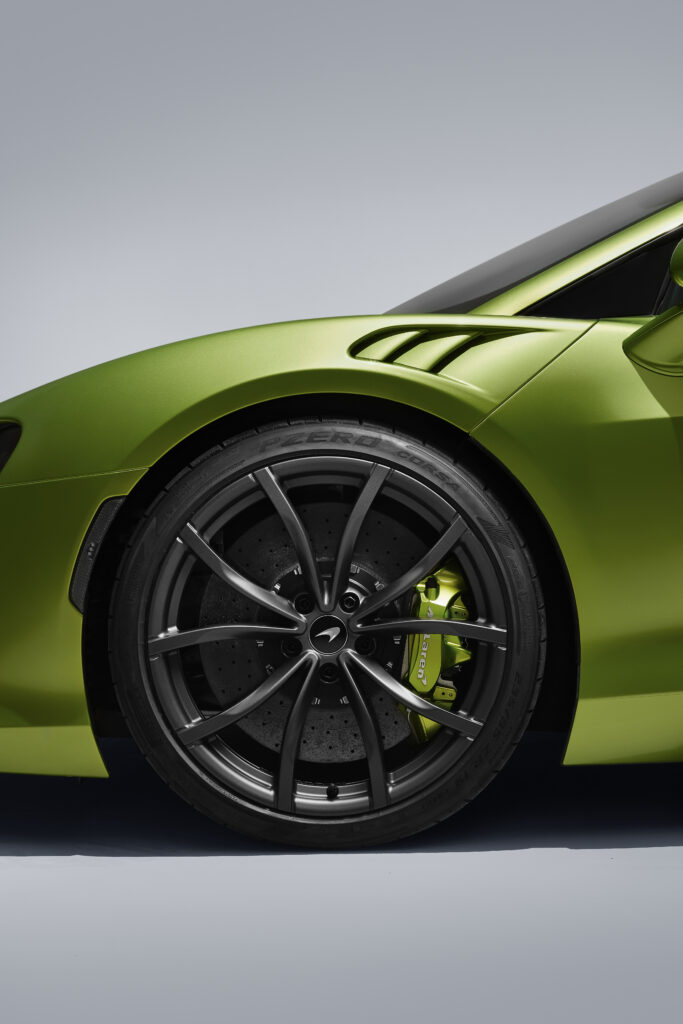 Binnen 8,3 seconden 200 km/h rijden kan in de allerzuinigste McLaren ooit! De Mclaren Artura is de Next Gen High Performance Supercar! - FSOM