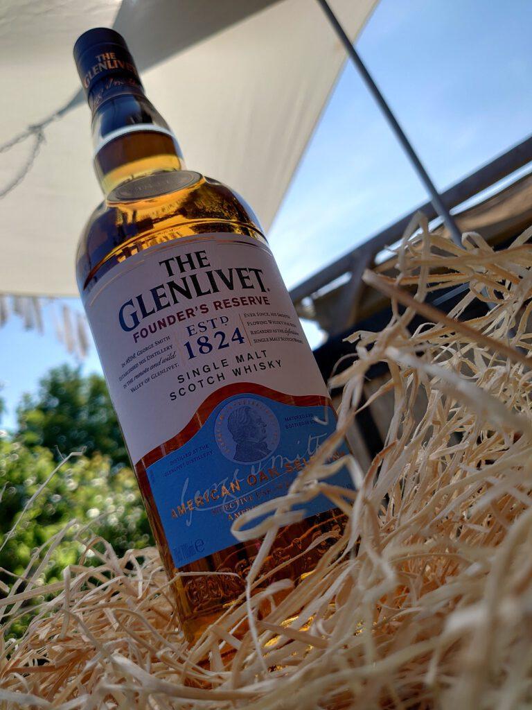 Het is bijna Vaderdag en wat ons betreft is het hoog tijd dat jij je Vader verwend met een lekkere Schotse Single Malt! De Founder's Reserve van The Glenlivet natuurlijk! FSOM.nl