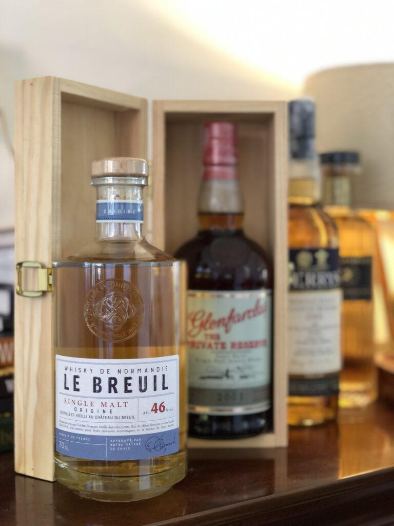 Le Breul koop je bij Van Erp Dranken! Whisky, Whiskey en nog meer Whisky. Hoe zit dat eigenlijk? Welke soorten zijn er, welke smaken en waar kan ik nou terecht voor goed advies?  Robbert aka Confessions of a whisky freak praat je bij in zijn artikel voor FSOM.