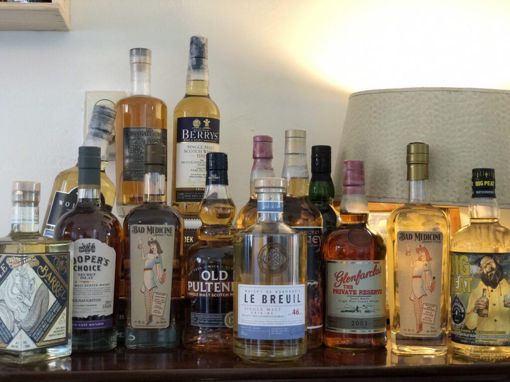 Whisky, Whiskey en nog meer Whisky. Hoe zit dat eigenlijk? Welke soorten zijn er, welke smaken en waar kan ik nou terecht voor goed advies?  Robbert aka Confessions of a whisky freak praat je bij in zijn artikel voor FSOM.