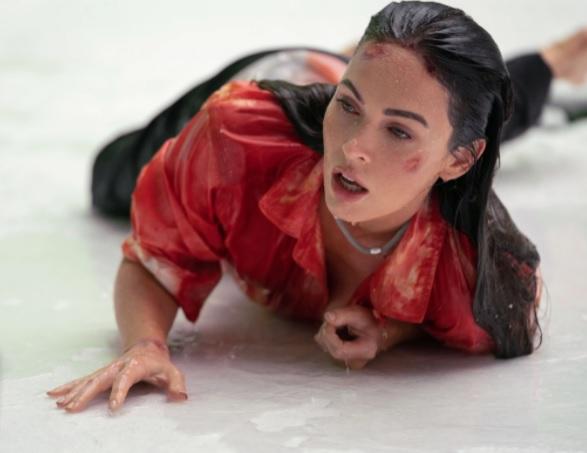 Megan Fox Bloedheet in de sneeuw!